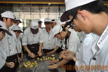 刘清生日蛋糕培训班学员如此文艺清新私房蛋糕店 想不盈利都难!