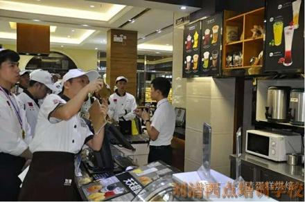 别人家孩子的梦想在刘清蛋糕制作培训班已经实现了,你家的呢?